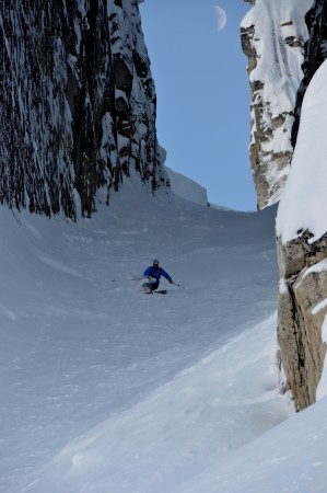 See how wide it is? This chute is the ultimate, and my uberguide, Greg Harms, got this picture with the moon above my head.