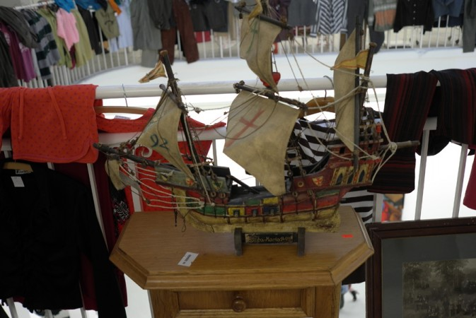 There was a flea market upstairs, I bought this boat