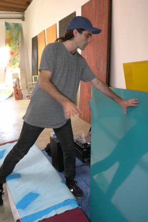 Let's visit Sam Falls in his studio in LA, there he is in action!