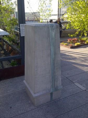 Plinth without a sculpture