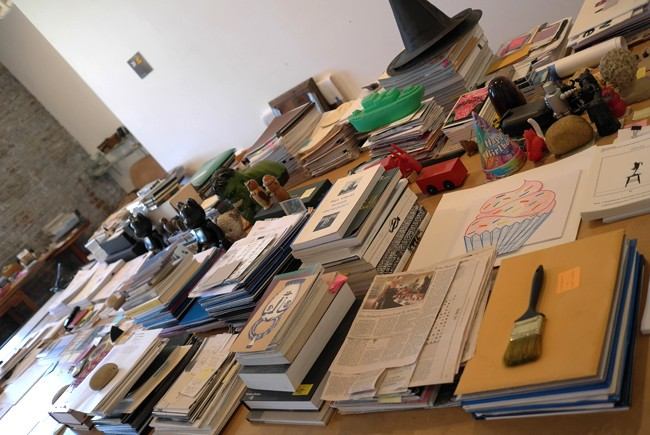And a whole desk of books n' stuff in perfect order : disciplined + clever + consistent, how can I ever put anything down again, without looking twice to see what happened?