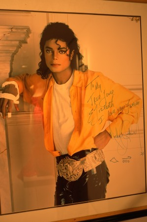 """""""TO MY TRUE LOVE Elizabeth"""", I love you forever, signed Michael Jackson!!!! If that's not amazing then what the hell is??"""
