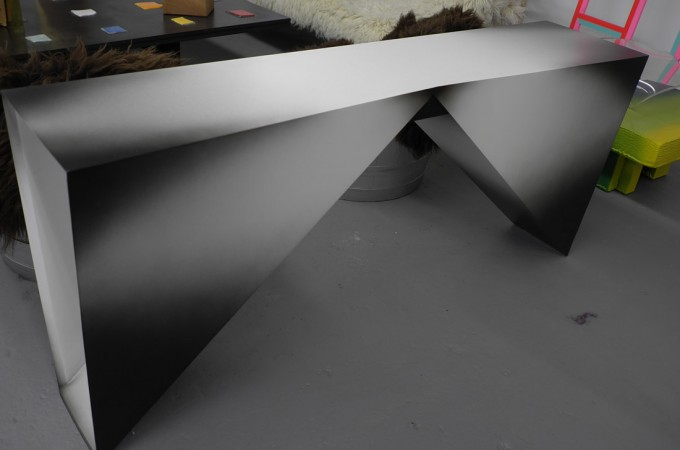 This table is by Rafael de Cardenas, he's the hottest young architect designer for the uber trendy.