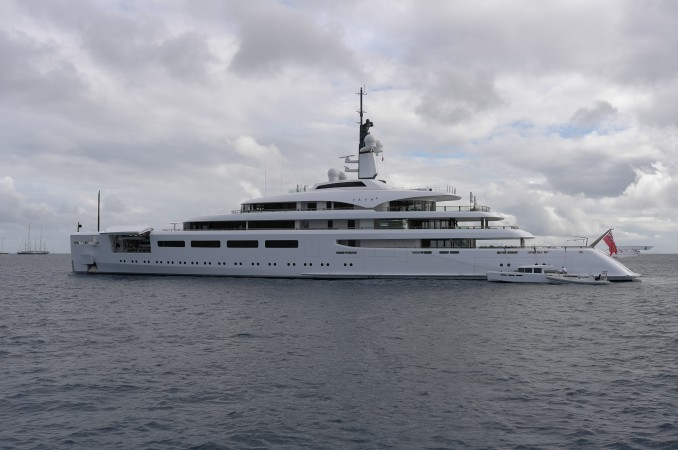 Check out Berterelli's brand new motor yacht, Va Va... pretty f---ing  cool!