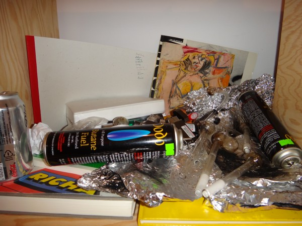 Bjarne left some crystal meth pipes next to a De Kooning, is that rad or what? Smokin' Willem.